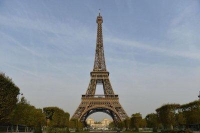 Бомбена заплаха евакуира Айфеловата кула