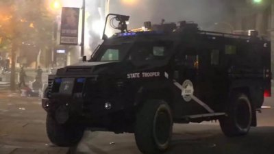 Простреляха двама полицаи на протест в Луисвил