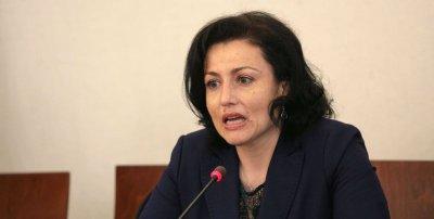 """Танева: България още не е """"свободна"""" от чумата по животните"""