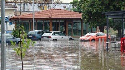 Силният порой наводни Благоевград (СНИМКИ)