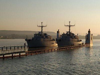 ВМС се сдоби с два кораба втора ръка
