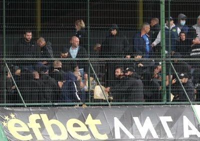 Фенове на Левски се биха помежду в Пловдив (снимки)