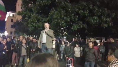 83-и ден на протест: Бунтарите искат оставката на Валери Симеонов