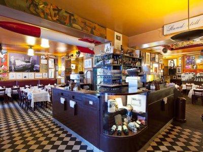 От понеделник затварят баровете в Париж
