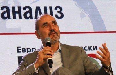 Цветанов внася документи за регистрация на партията си