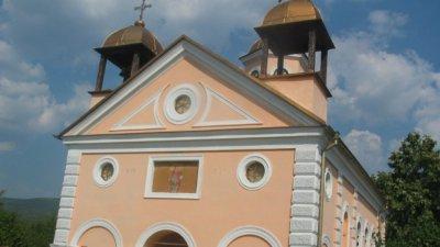 Крадци нахлуха в църквата в Шишковци