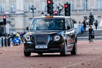 ШОК И УЖАС: Наш таксиджия пребит от пръдльо в Лондон