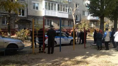 Рускиня изхвърли децата си от 4-ия етаж (ВИДЕО)