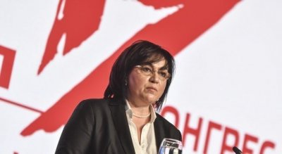 Шефката на БСП Корнелия Нинова дава наставления на Националния съвет на Младежкото обединение на партията