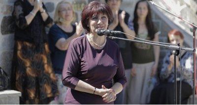 Караянчева размаха пръст на Радев: Асфалт трябва!
