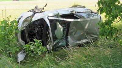 Автомобил се обърна по таван, шофьорът - в тежко състояние