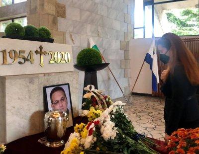 Десетки изпратиха покойния проф. Хубчев (СНИМКИ)