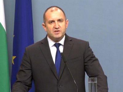 Радев връчва държавни отличия на изтъкнати българи