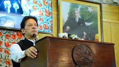 Премиерът на Пакистан обвини Макрон в атака срещу исляма