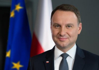 """Вирусът """"захапа"""" президента на Полша"""