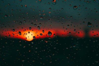 На изток дъжд и жега, на запад - 17°