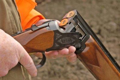 Мъж размахва пушка срещу жена си