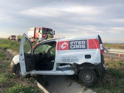 "Задремал шофьор катастрофира в канавка на ""Тракия"""