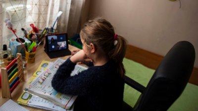 Родители и учители решават за онлайн обучение