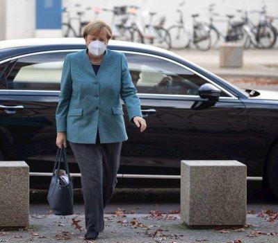 Меркел иска затваряне на баровете, фитнесите и ресторантите