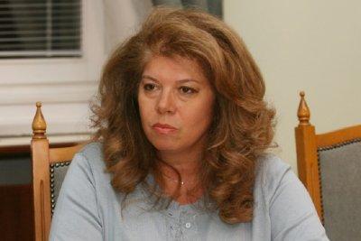 Илияна Йотова зове: Ваксина първо за лекарите