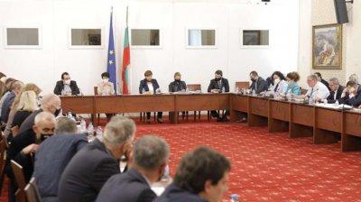 Правната комисия прие удължаването с 6 месеца на изтичащите лични документи
