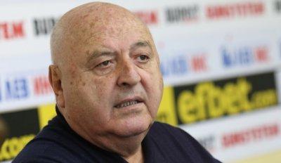 """Венци Стефанов призна: """"Славия"""" пламна, 14 са с вируса"""
