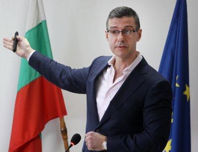 Шефът на БНР Андон Балтаков оттегля оставката си