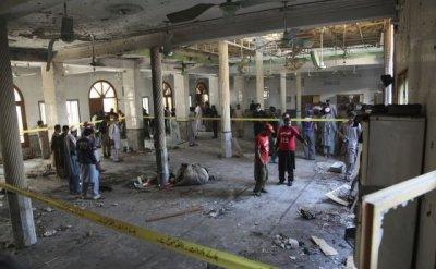 8 ученици загинаха, а 136 са ранени при взрив в класна стая