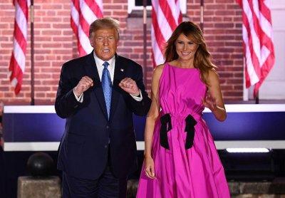 Мелания дава рамо на Тръмп в предизборната кампания