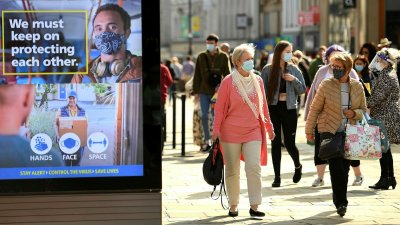 Близо 100 000 души се заразяват с вируса всеки ден в Англия
