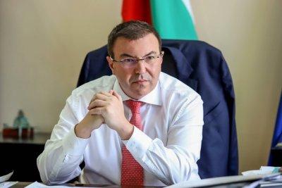 Здравният министър е с отрицателна проба, но остава в карантина
