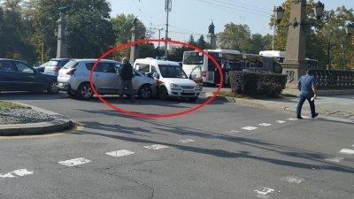 Шофьор нацели линейка на Орлов мост