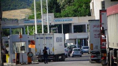 Гърция затвори границата за българи
