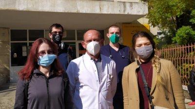 Специализанти работят като доброволци в Пета градска в София