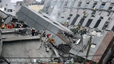Сеизмолози: Земята ще се тресе още месец