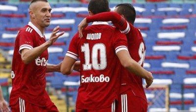 ЦСКА 1948 победи Черно море с 2:1 като гост и се върна в тройката