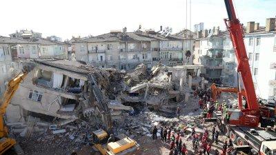 Мощен вторичен трус в Турция