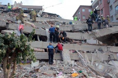 След земетресението: Извънредно положение на остров Самос