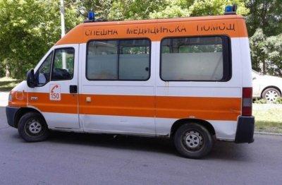 Мъж с COVID почина, чакайки линейка