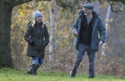Колин Фърт с любовница година след развода