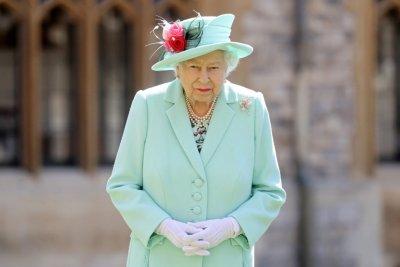 Пиянство в пандемията: Елизабет II пуска билков джин