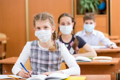 Вирусът захапа 4 забавачки и училище в Търновско