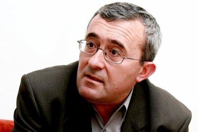 Николай Слатински: Идиотията заразява по-фатално и от вируса