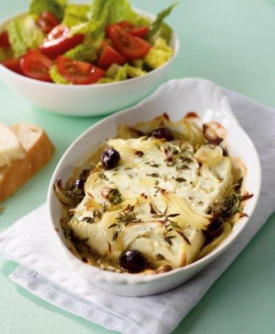 Печено сирене с лук и маслини