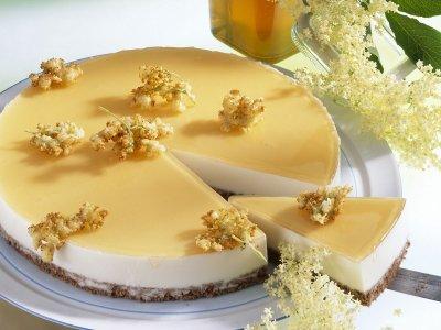 Медена торта с глазура от бъз