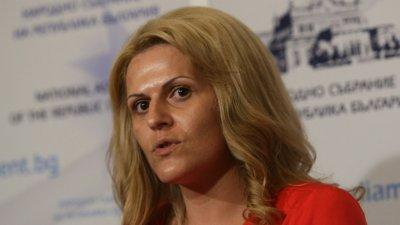 Мария Белова - председател на земеделската комисия, Десислава Танева - министър