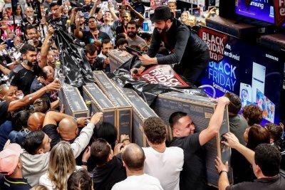 Рекорд в САЩ: Профукаха $9 млрд. на Черния петък