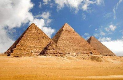 Къде изчезва четвъртата велика пирамида?