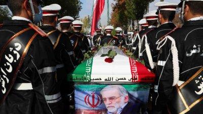 Със закани за отмъщение в Иран погребаха Мохсен Фахризаде